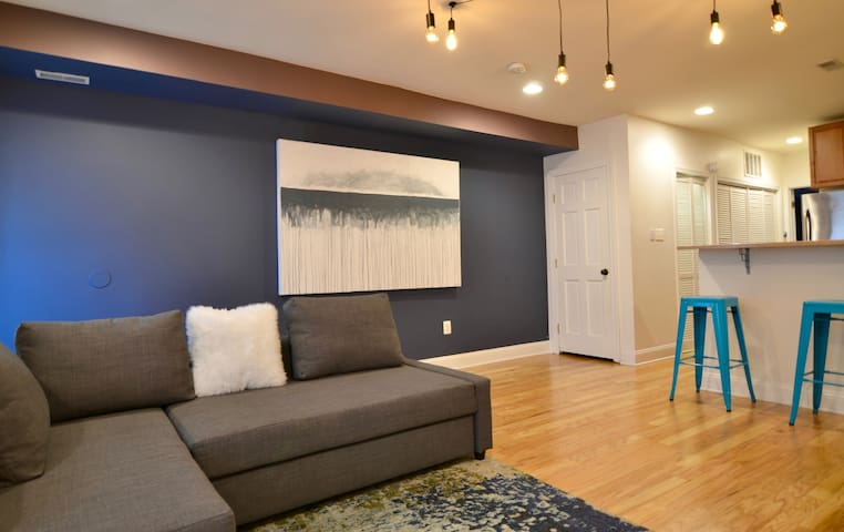 Stylish DC Apt - Convenient, Private w/ Parking