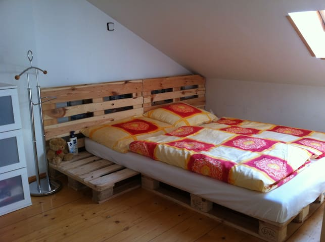Feel like at home!! Attic flat with bath for 2 - Πράγα - Διαμέρισμα
