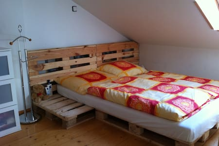 Feel like at home!! Attic flat with bath for 2 - Praha