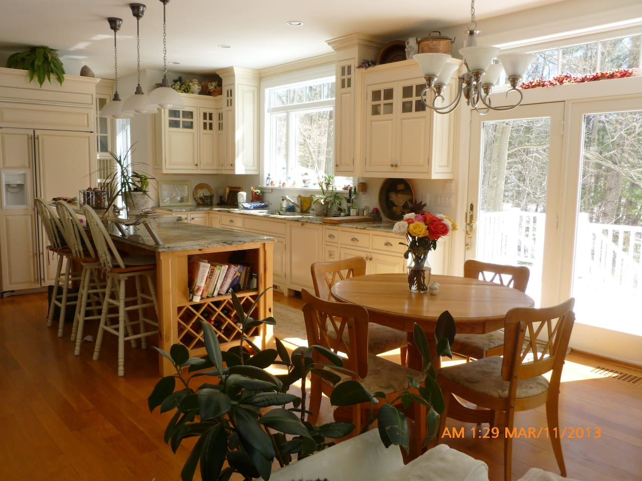 Informal dining and kitchen