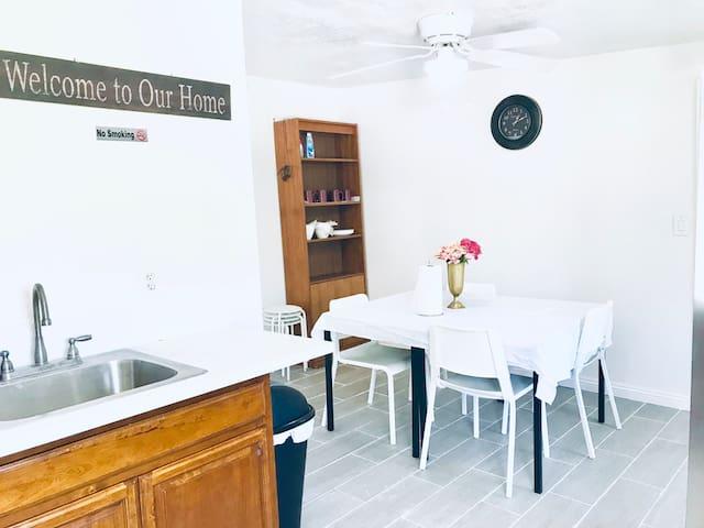 Quaint & Practical 2-Bedroom Home with Kichenette