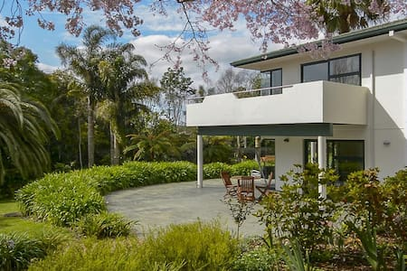 Self Contained Apartment Set in Tropical Garden - Tauranga - Apartament