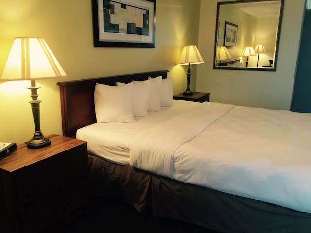 M Star Hotel King-Room 206 - Rapid City