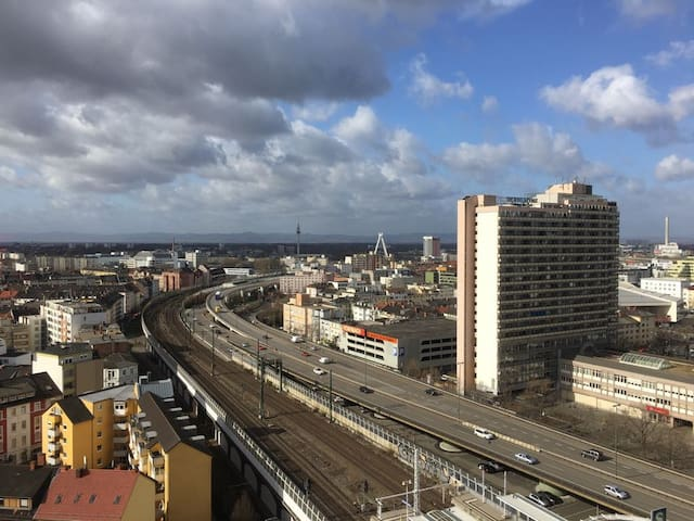 On top of the city with parking - Ludwigshafen am Rhein - Apartment