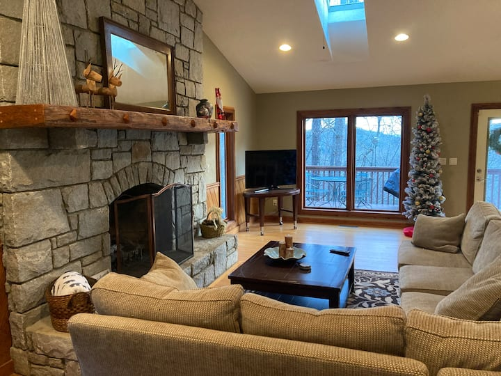 Private mountain retreat 6 miles from Asheville