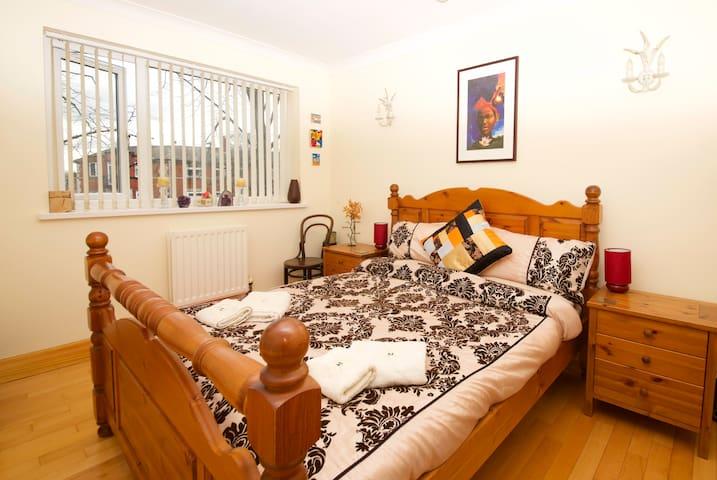 Trafford Double Room (Warm & Cosy) - Манчестер - Квартира