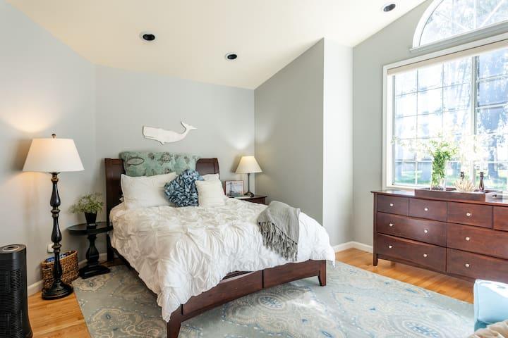 Bedroom #1 Master bedroom with queen size bed.