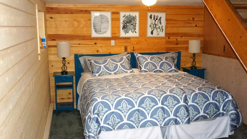 2 TwinXL beds together to make a true King sized Bed (memory foam) in 2nd Bedroom