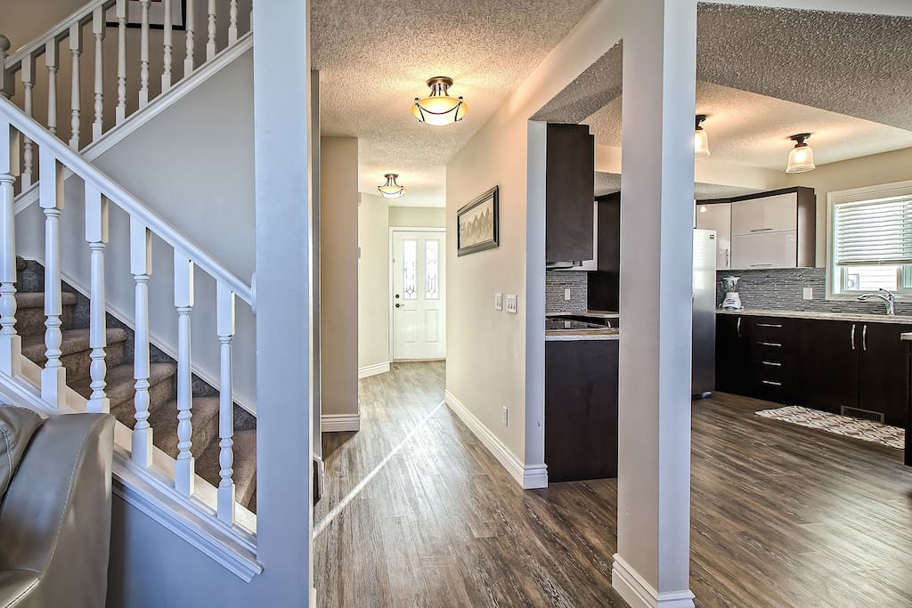 ENTRY FOYER AND MAIN FLOOR OVERVIEW