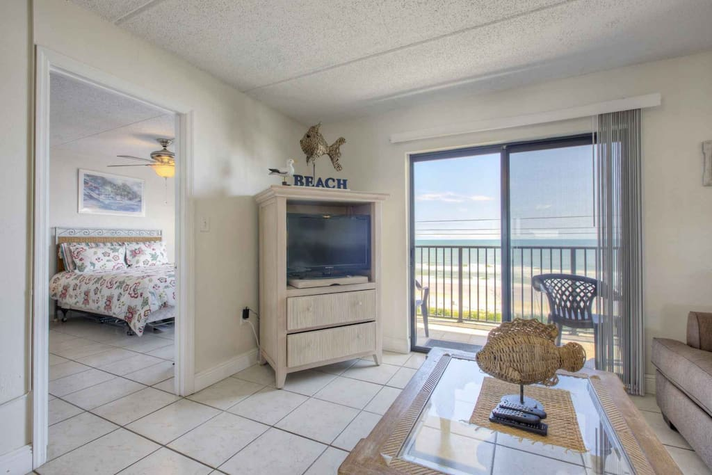 Walk out the living room to the 4th floor balcony for views of the tranquil ocean