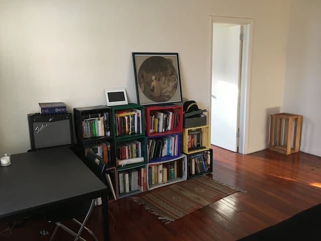 One-Bedroom walking distance from campus - Princeton - Leilighet