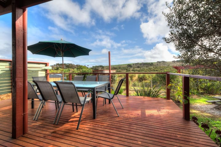 Beachcomber Break - Just 250m from the beach - Smiths Beach - House