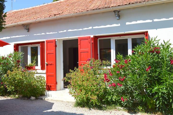 Charmante maison avec piscine près d'Aix en Pce - Éguilles - Casa