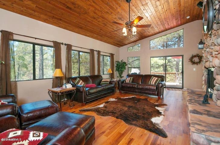 Large Upscale Munds Park Cabin With Everything! - Munds Park - Cabane