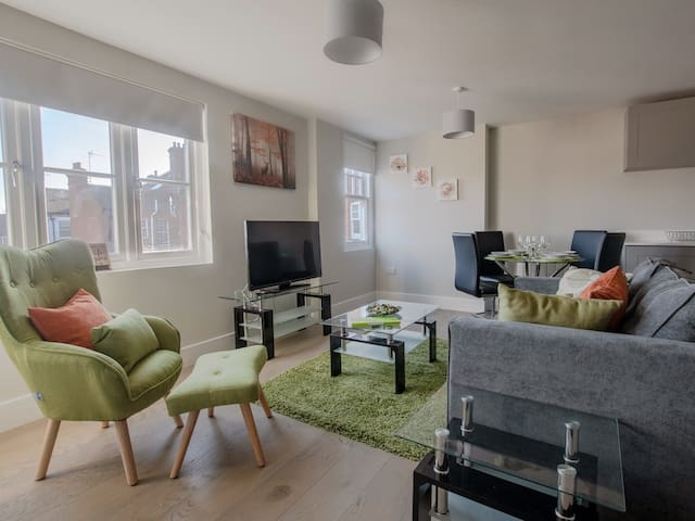 Topaz Serviced Apartment - Brentwood