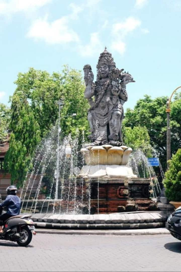 Four faces statue at 0 point of Denpasar