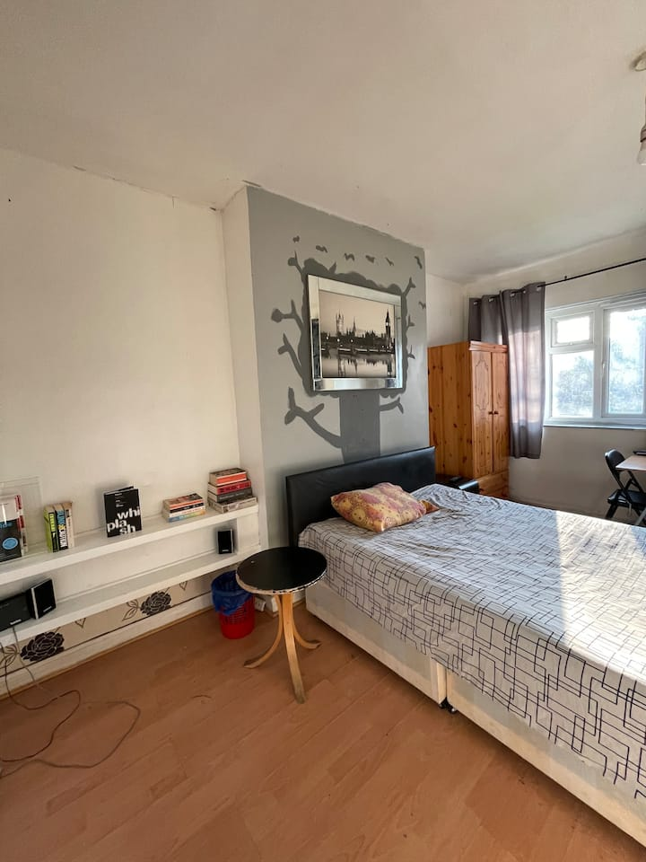 Spacious Double Room in the Heart of Hackney!