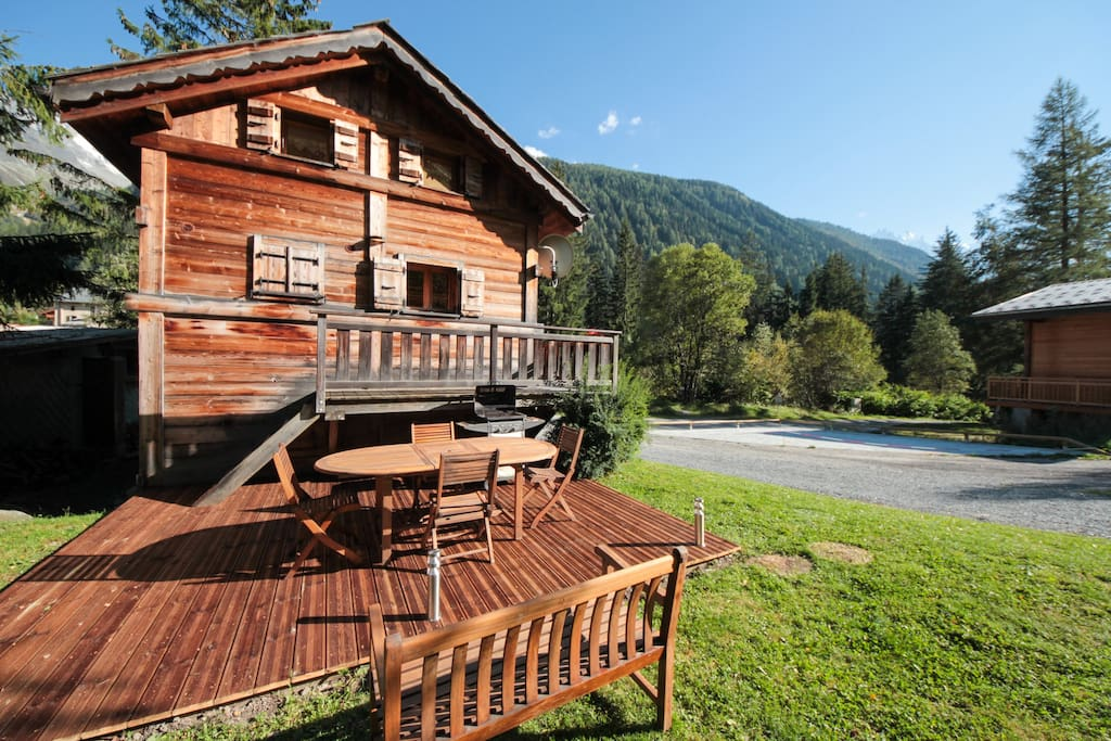 Enjoy view of Mt Blanc and relax in the garden