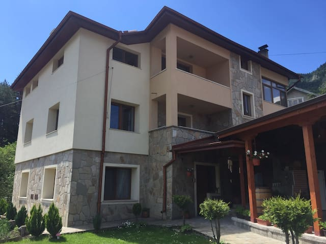 Beautiful quiet house in Smolyan, near Pamporovo - Смолян - Квартира