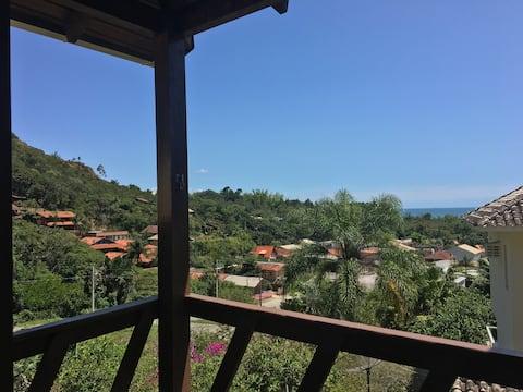 Casa com vista para natureza e mar Porto Belo