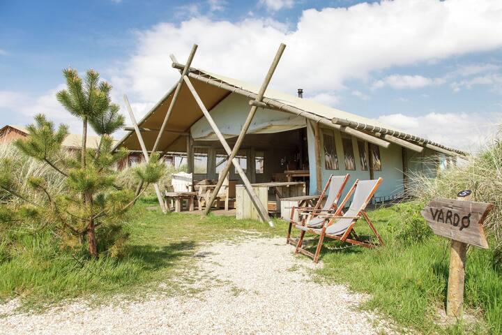 Comfortable Tent Lodge in Callantsoog with Garden