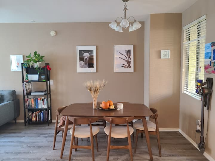 3 Level Cozy Townhouse by Chandler Fashion Center