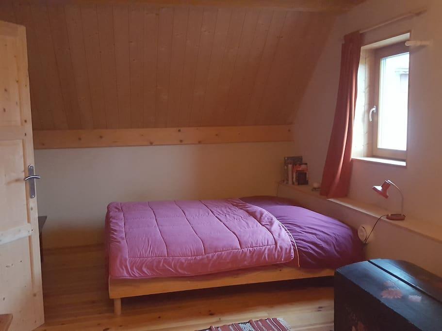 Grande chambre lit 2 places