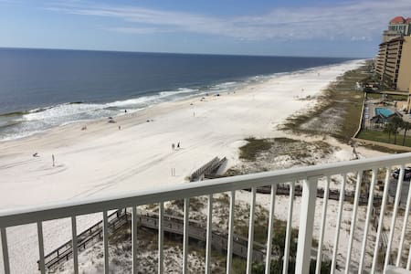 Top Floor 1 Bed Unit Sleeps 5 -- Beaches Open!