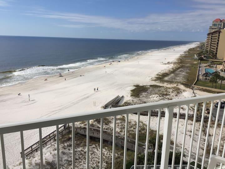 Top Floor 1 Bed Unit Sleeps 5 -- Beaches Open!