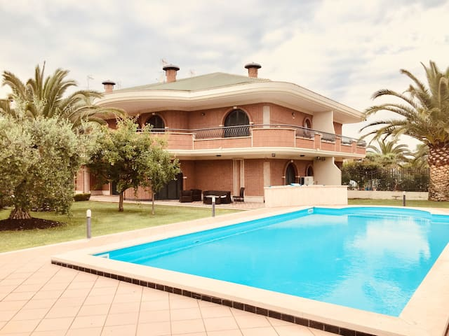 VILLA DELLA ROSA NEAR ROME WITH POOL