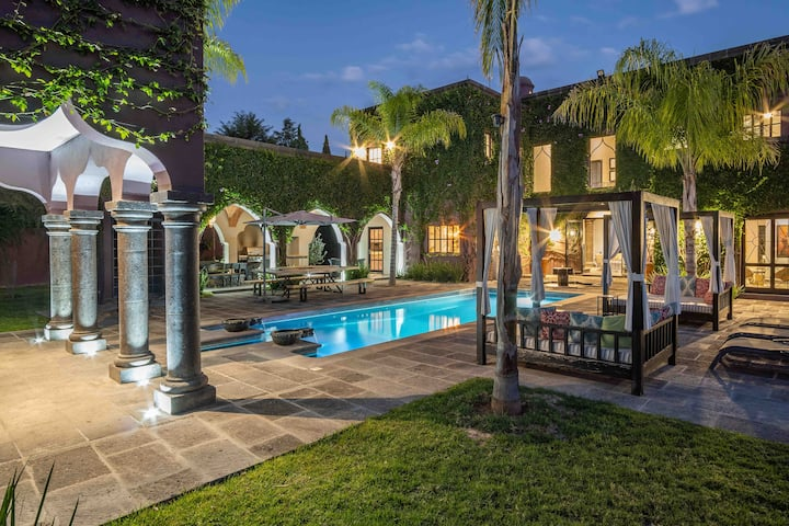 Hacienda Cielo: Luxurious 9 bedrooms,  13 baths