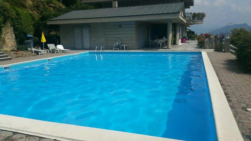 Bilocale in villa con piscina. - Gandosso - Lägenhet