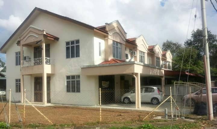 Homestay Muslim Murni 4 bilik cornerlot Kota Bharu