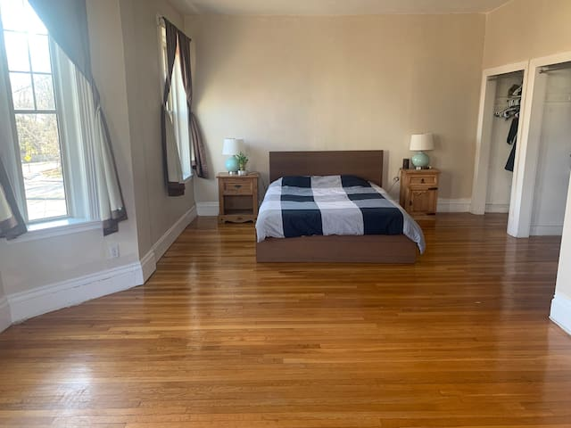 Beautiful, Large, Bright Room & Private Bathroom