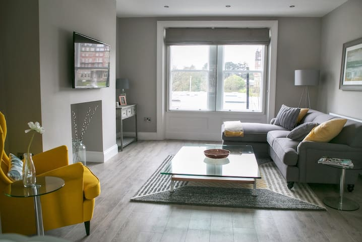 Beautiful Harrogate centre 2 bed with parking
