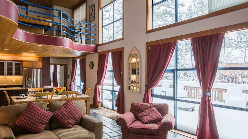 Ideal 3bd/2bath Sleeps at Least 6, Cozy and Close to Slopes! - Truckee - Ház