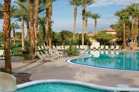 2 bedroom, 2 bath Villa available - Palm Desert - Villa