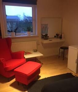 Pendler værelse centralt i Støvring v/Aalborg - Støvring - Rumah