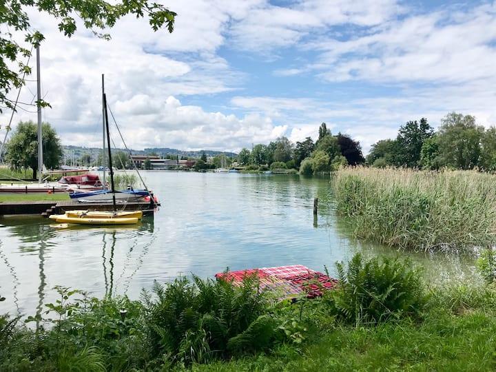 Private Cozy Zürich Lake-Front Cottage Freienbach