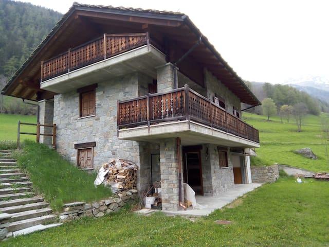 splendida casa immersa nella natura - Clapey - Villa