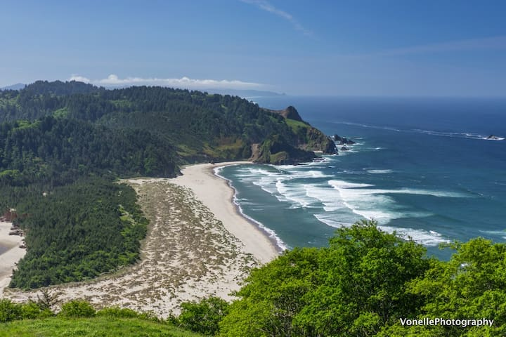 Wondeful hiking day --looking south from Cascade Head Hike.