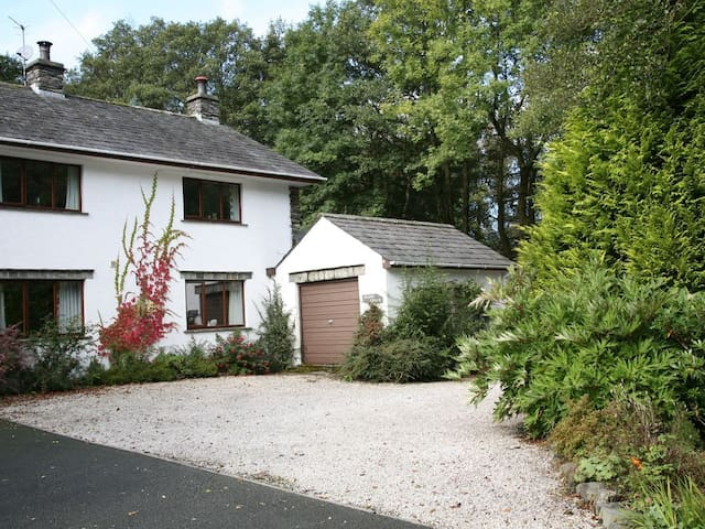 Beckside Cottage - perfect home, perfect location
