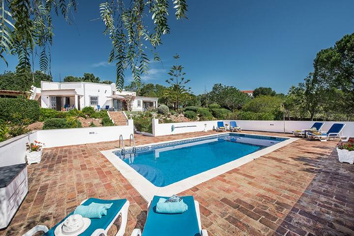 Villa Susana ~Air Con + Wi-fi Inc-Sleeps 6+2 cots