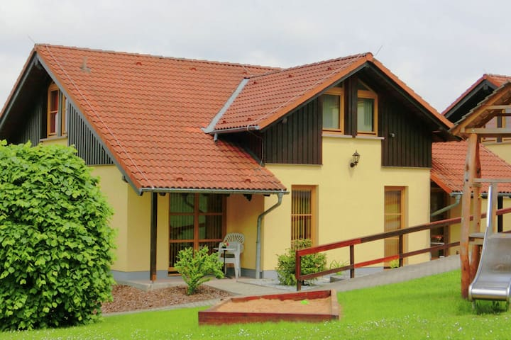 Well-maintained semi-detached house in Oberlausitz on the edge of the forest with great view