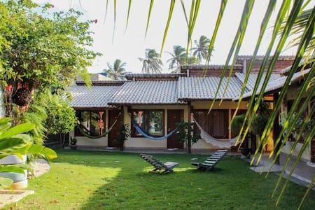 Casa de Praia 6 suítes c/ Ar 1 área de churrasco