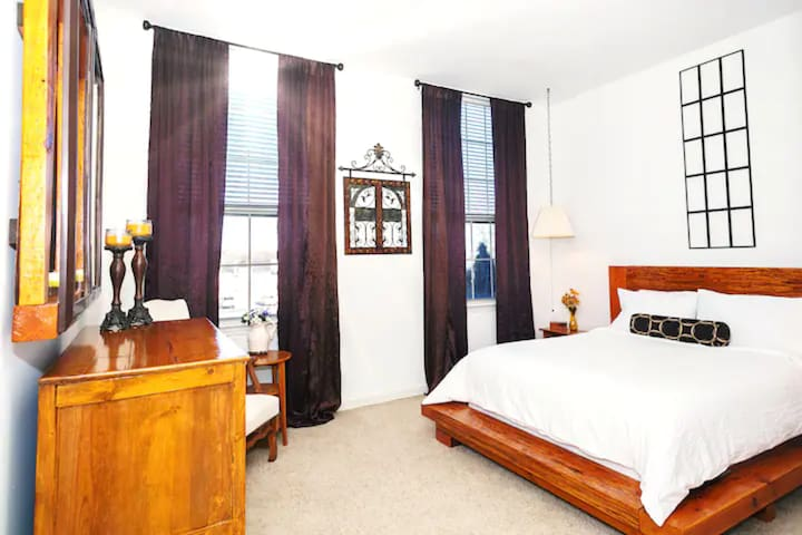 Large Master BR w/ super comfy queen size rustic platform bed, and enormous walk in closet.