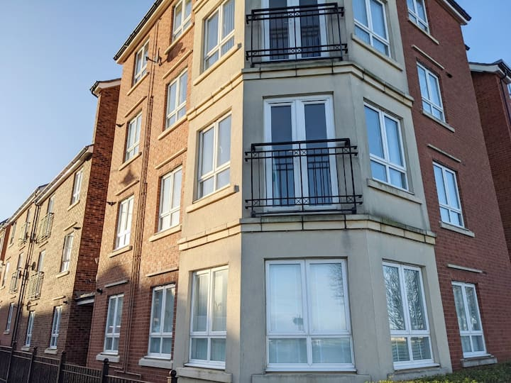 Sea Views Two Bedroom Apartment close to Beach