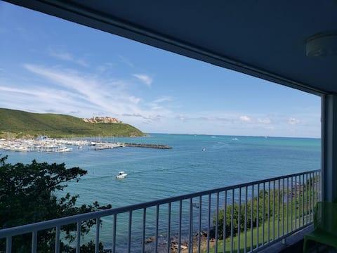 Blick auf Marina und Inseln