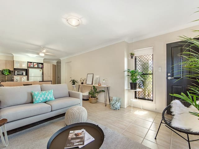 Perfect for Airport and CBD - Clayfield - Apartamento