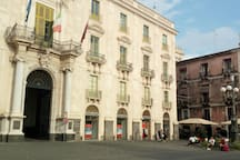 Catania, camera con balcone molto luminosa